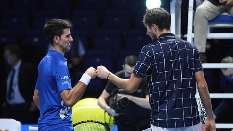 Atp Finals, Medvedev supera Djokovic e avanza in semifinale