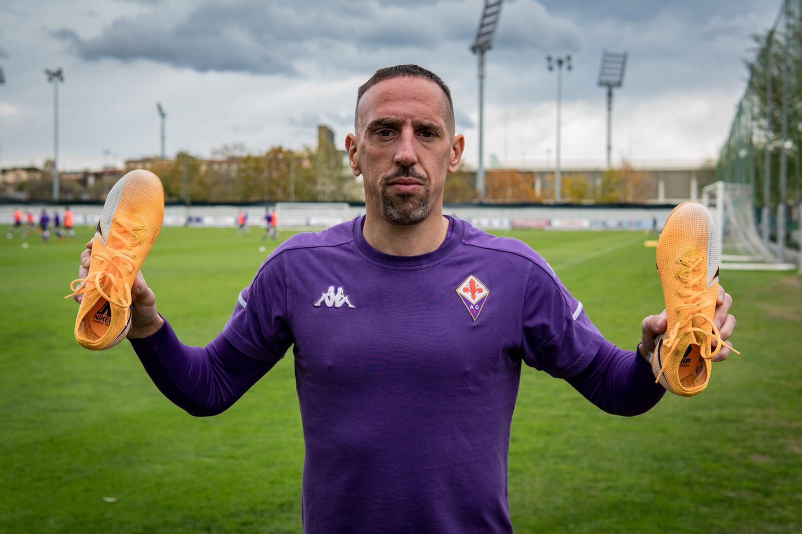 Fiorentina, scarpe in mano contro la DMD