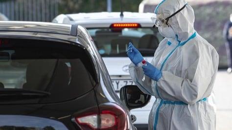 Coronavirus in Italia, i dati: stabili i nuovi contagi, aumentano i decessi