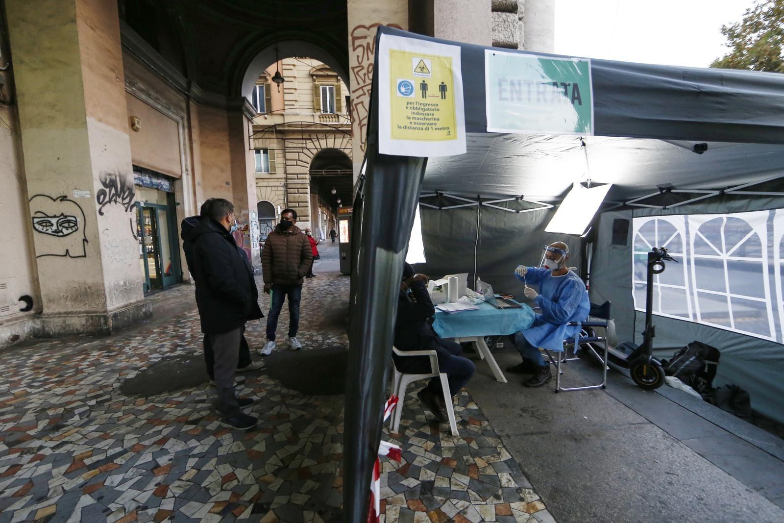 Roma, tamponi rapidi nella farmacie