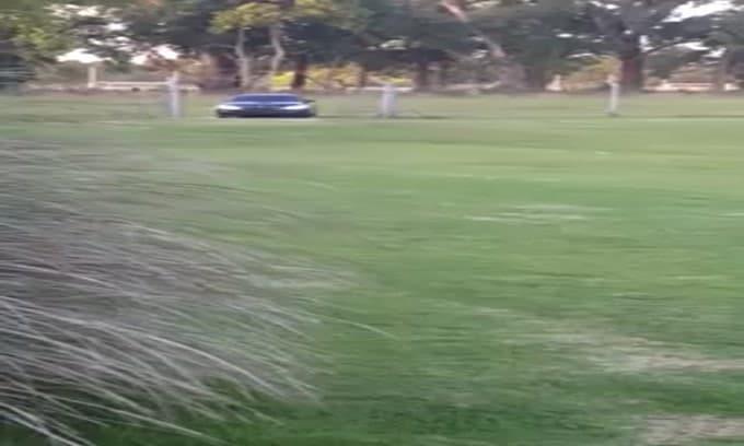 Maradona a La Plata con l'auto della polizia a tutto gas