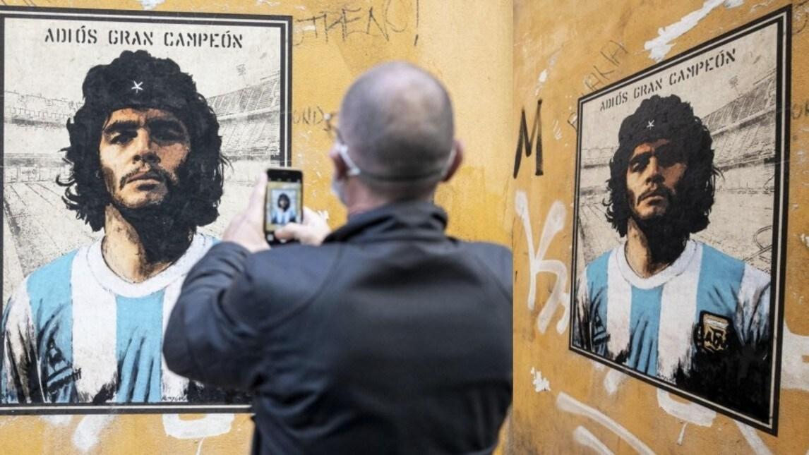 """L'opera è stata realizzata dallo street artist Harry Greb e si trova a Roma, in via del Politeama: """"È un tributo al più grande calciatore di sempre. L'ho raffigurato sovrapponendolo al suo idolo"""""""