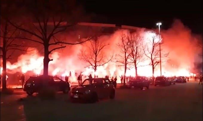 Napoli, tifosi davanti allo stadio inneggiano a Diego Maradona