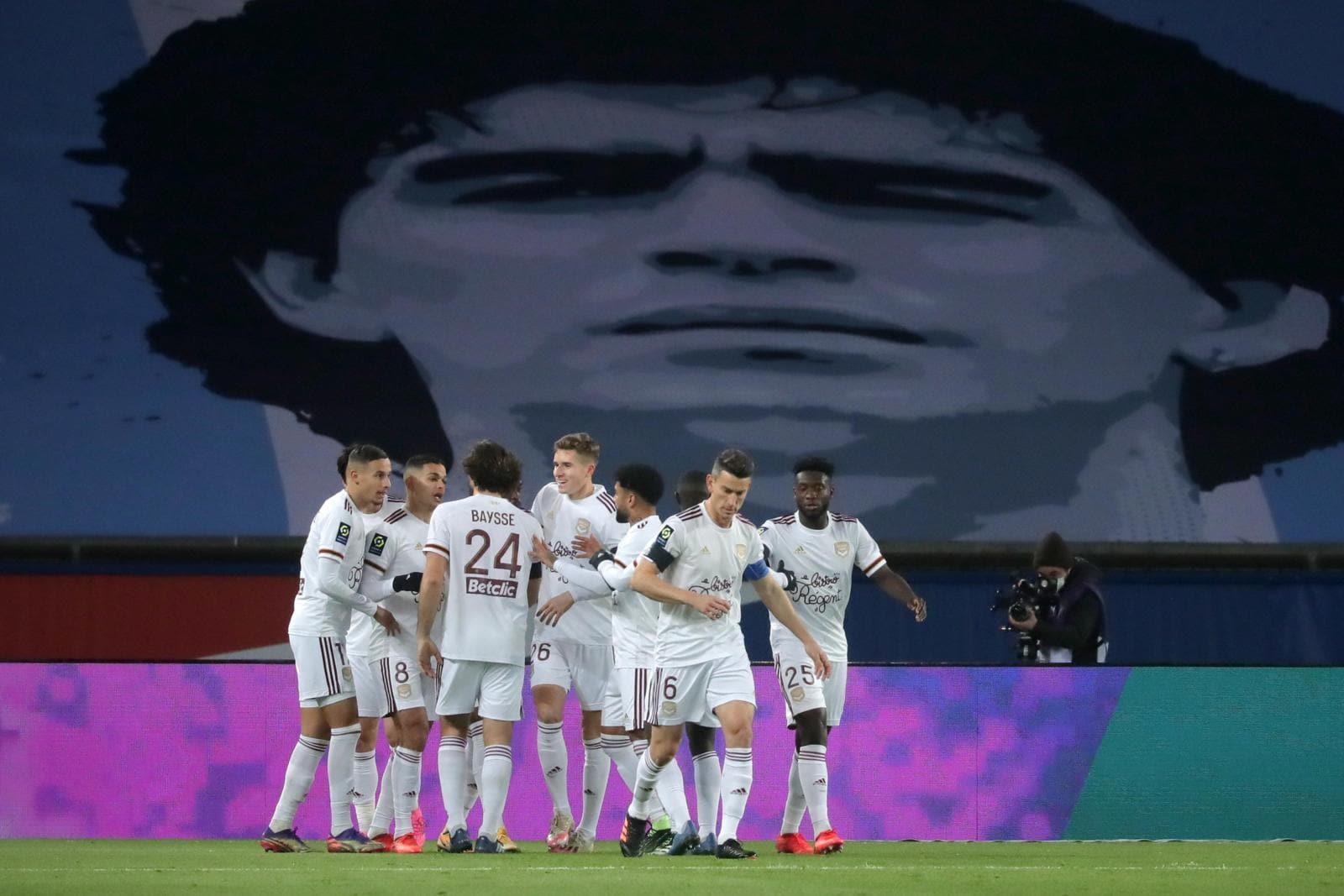 Da Madrid a Parigi: tutta Europa celebra Maradona