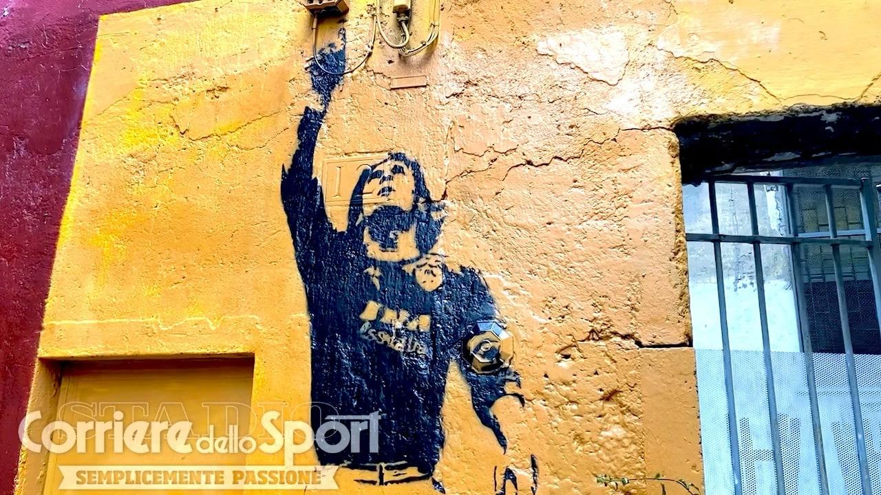 Roma, il murale di Totti a Rione Monti torna a splendere