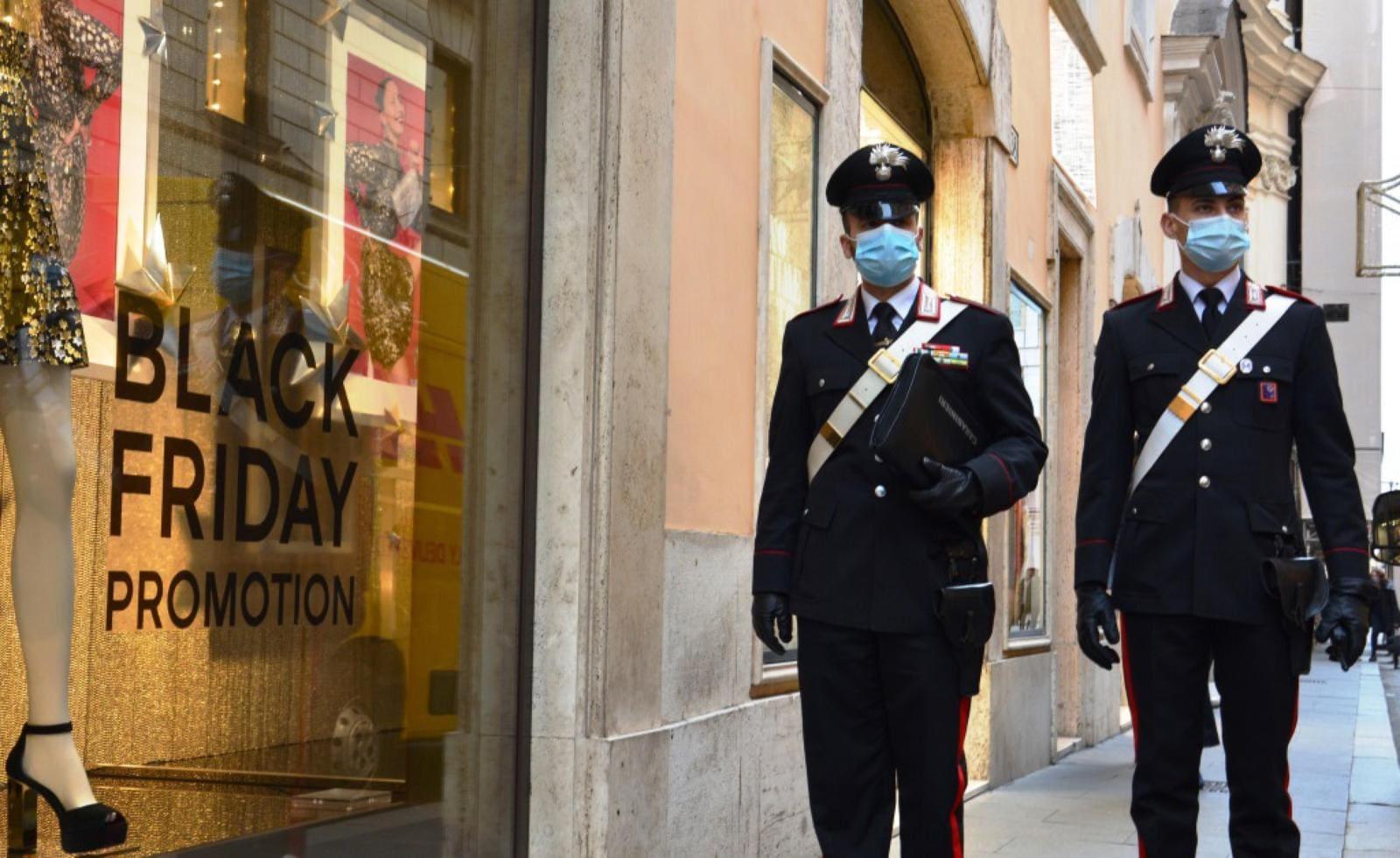 Coronavirus, Roma e le regole del Natale: controlli dei carabinieri