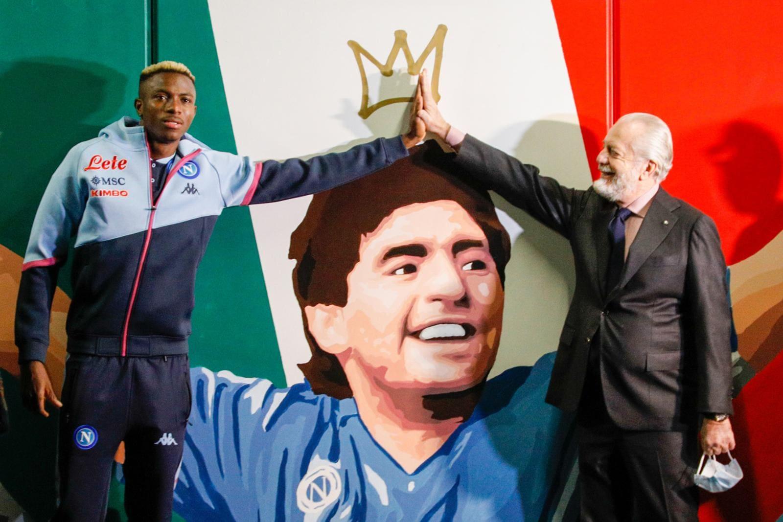 """De Laurentiis eOsimhen all'inaugurazione della stazione """"Mostra-Maradona"""""""