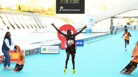 Valencia, il keniano Kandie fa il record mondiale di mezza maratona