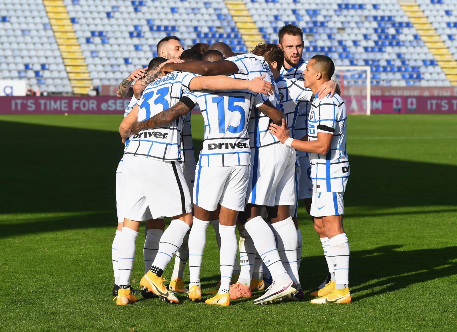 Pazza Inter, Conte ribalta il Cagliari nel finale: 3-1 a Di Francesco