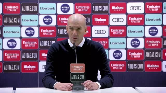 """Zidane: """"Benzema è un giocatore completo"""""""