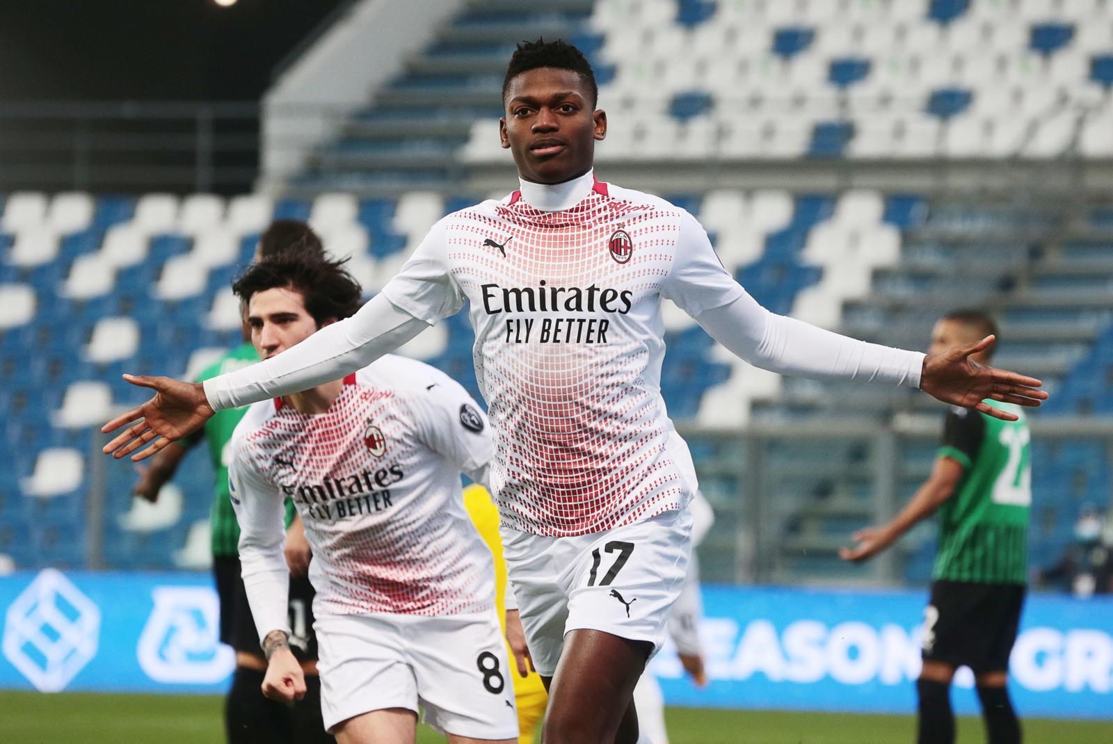 Leao da record! Il Milan supera il Sassuolo e mantiene la vetta