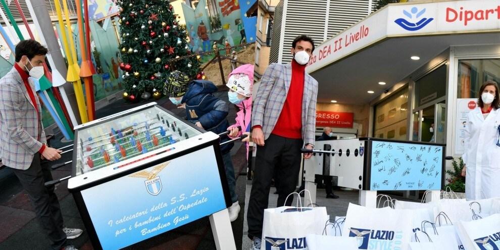 Lazio all'Ospedale Bambino Gesù: Parolo regala anche un biliardino