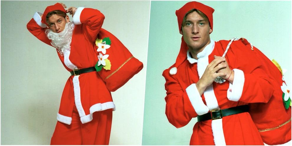 Francesco Totti si trasforma in Babbo Natale
