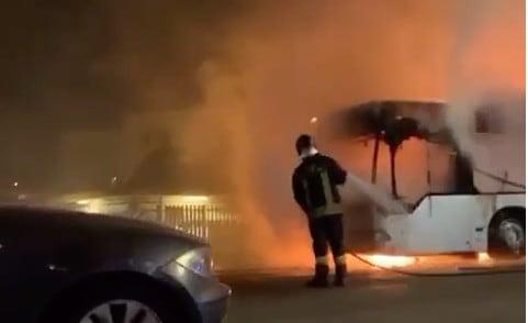 Roma, autobus Atac della linea 916 in fiamme