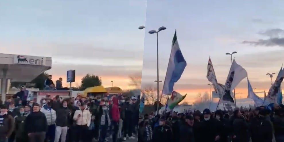 Lazio, i tifosi cantano a Formello prima del derby