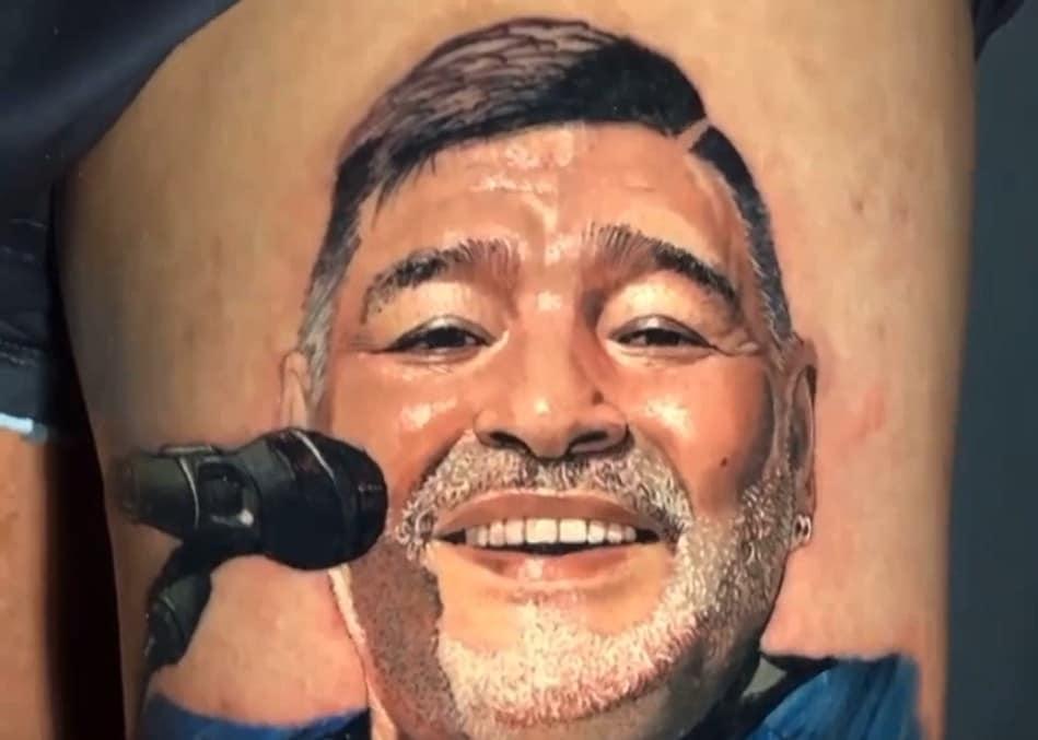 Il tatuaggio in onore di Maradona di Patricio Monti