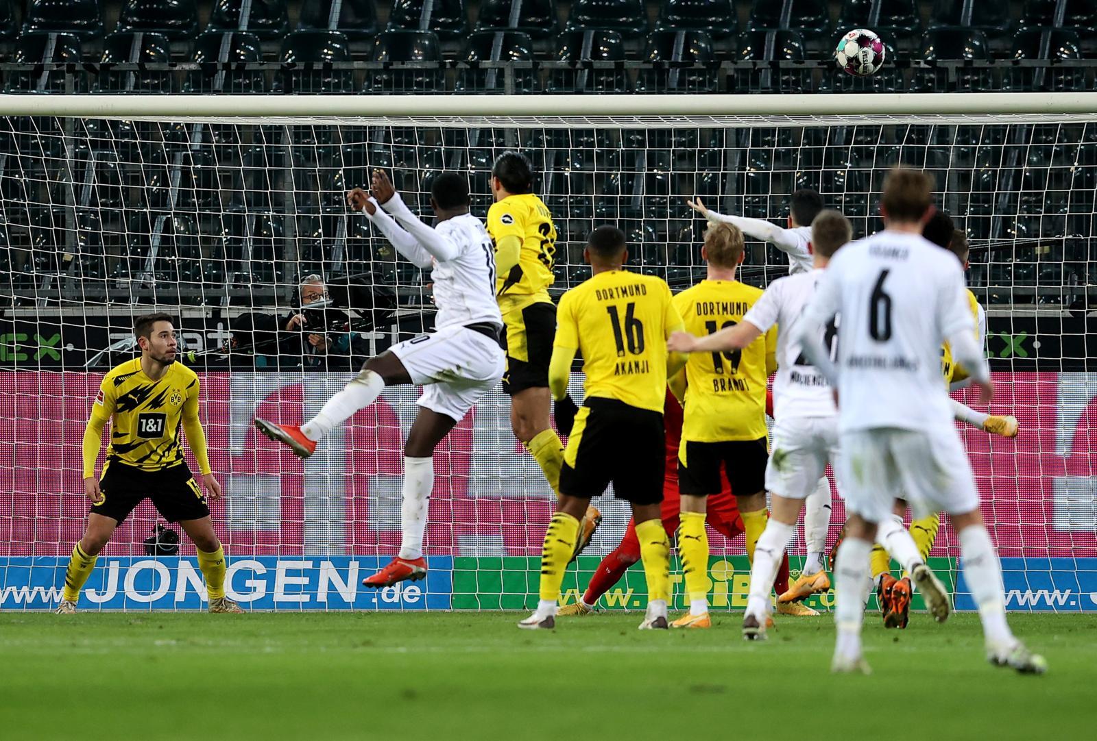 Borussia Dortmund, Haaland doppietta ma non basta: poker Gladbach