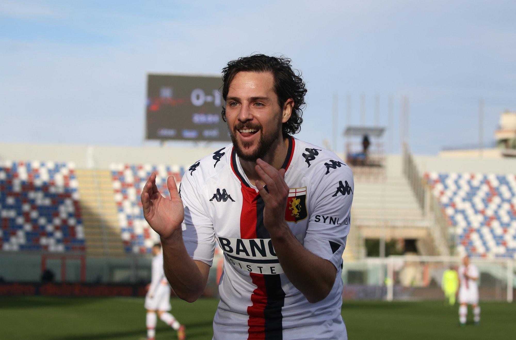 La doppietta di Destro fa volare il Genoa: Crotone ko 3-0