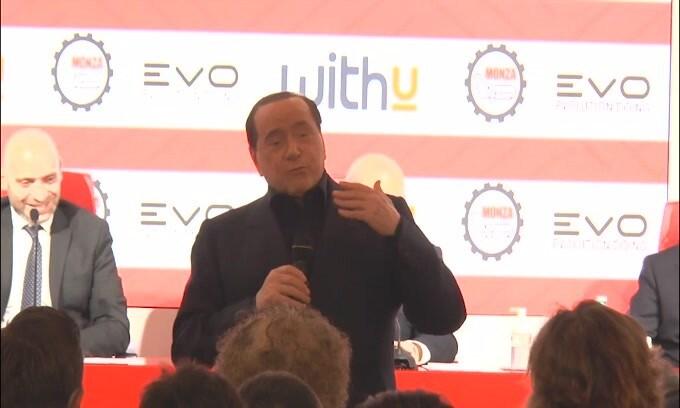 """Berlusconi stuzzica Boateng: """"Se non sbaglia i rigori andiamo in A"""""""