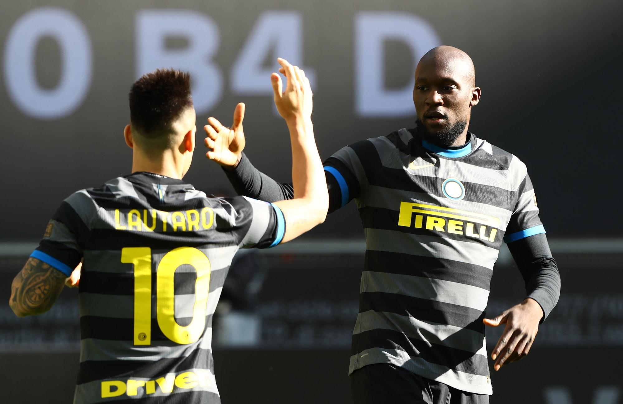 Lukaku è devastante! Tris dell'Inter al Genoa e parte la fuga