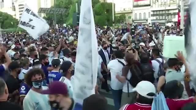 Morte Maradona, il popolo è ancora in rivolta