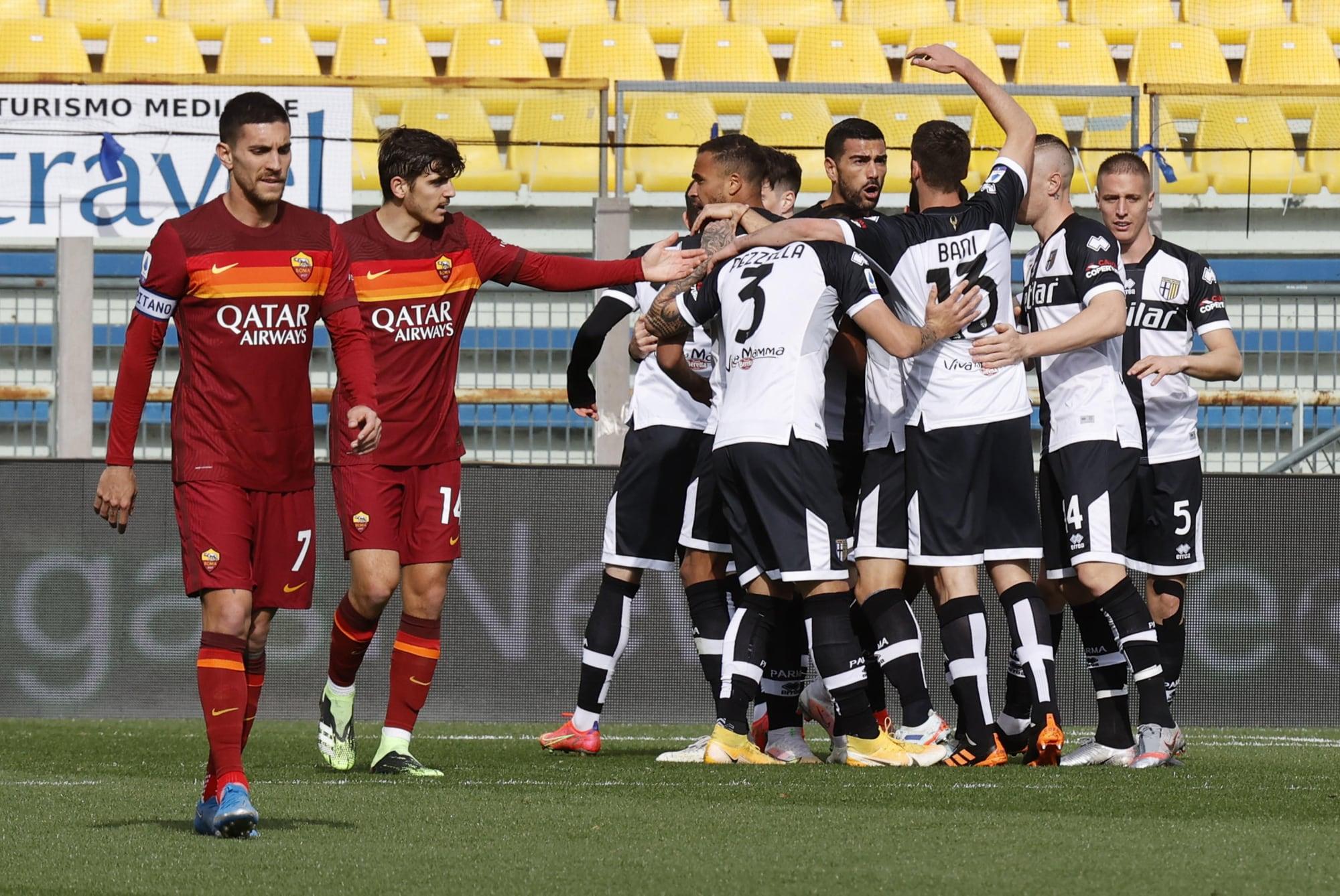 La Roma affonda a Parma: gol di Mihaila e Hernani