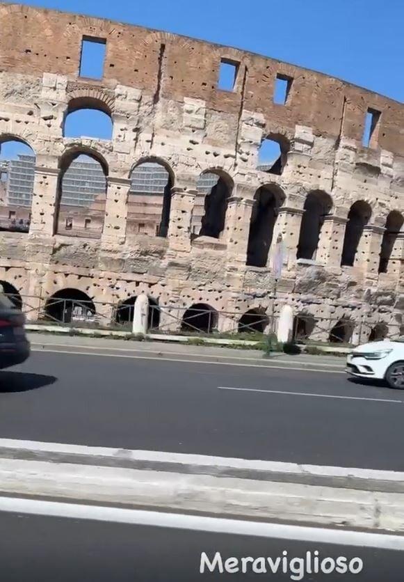 Christian Vieri elogia il Colosseo, ma la canzone è per Napoli...
