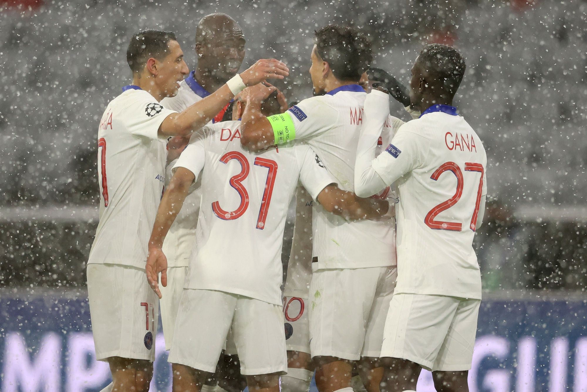 Psg, trionfo nella neve di Monaco: doppio Mbappé nel 3-2 al Bayern