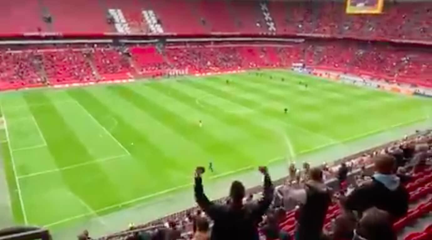 Olanda, tifosi Ajax allo stadio: Tadic li esalta così