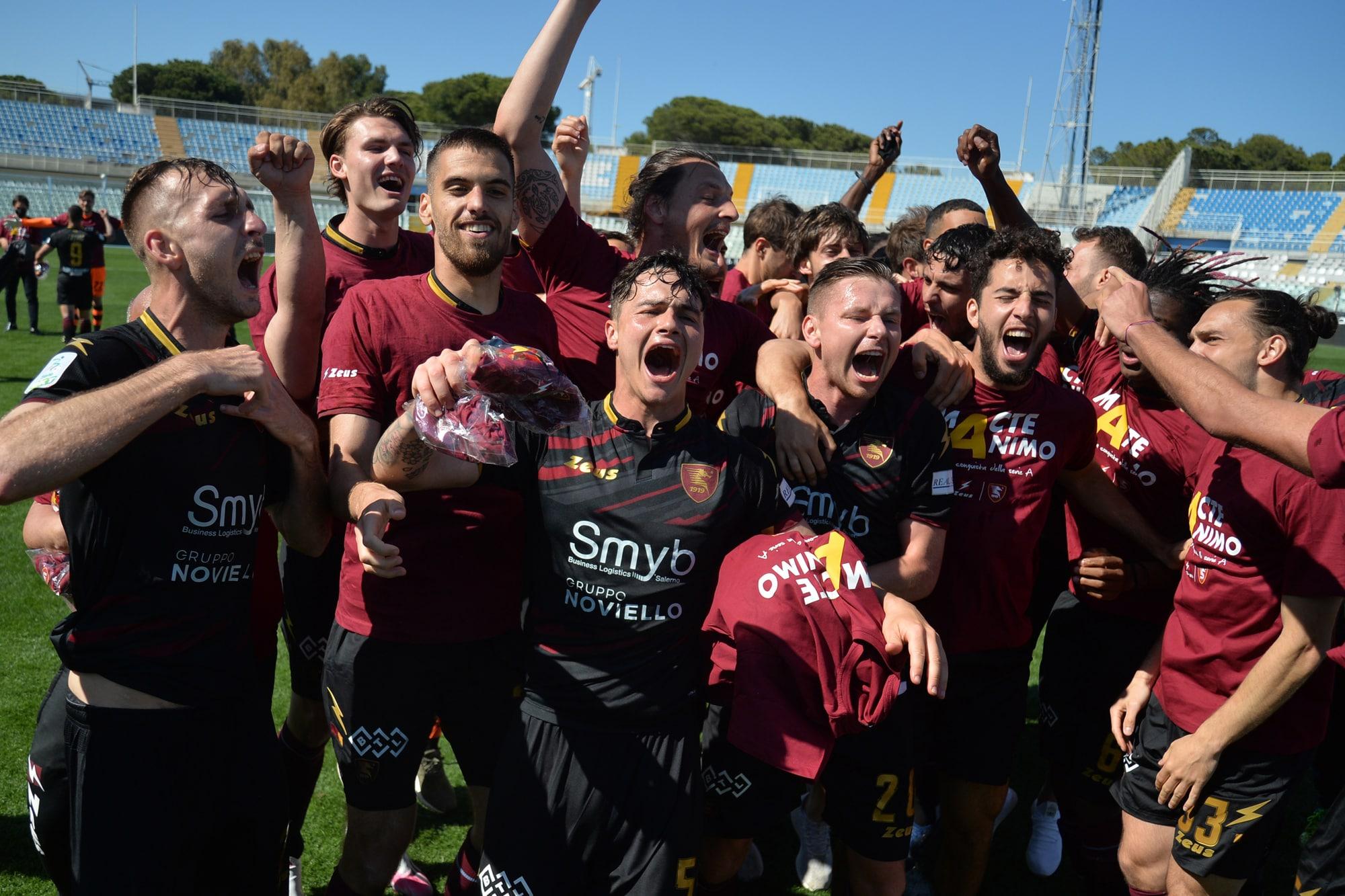 Salernitana in Serie A! In campo è festa grande