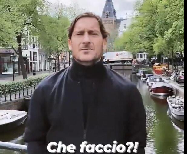 Francesco Totti accetta l'invito di De Boer e va in Olanda