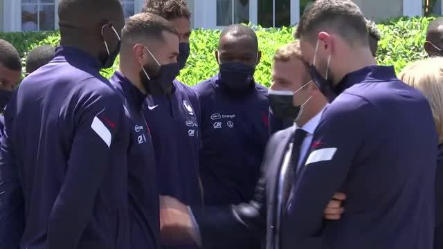 Euro 2020 - Francia, Macron visita la nazionale e parla con Benzema