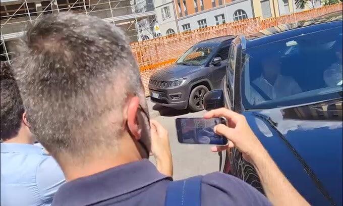 Inter, l'arrivo in sede di Calhanoglu