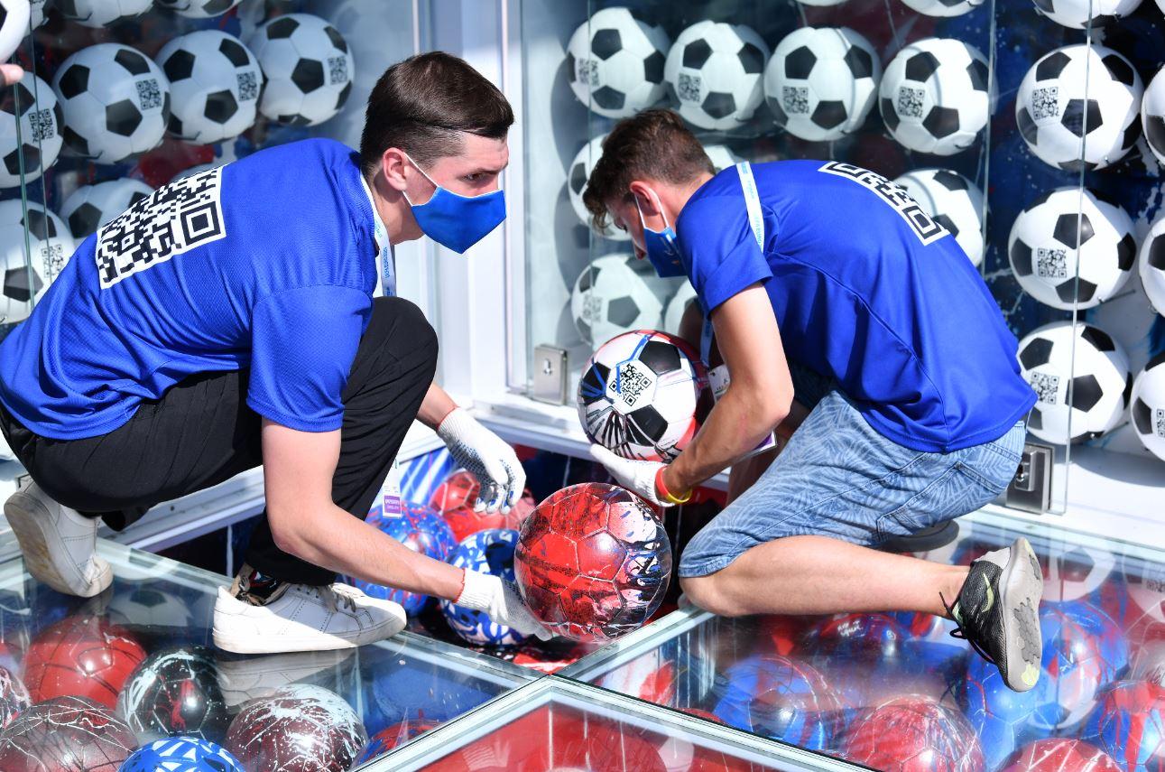 Euro 2020, trofeo NFT: lo smontaggio dell'installazione