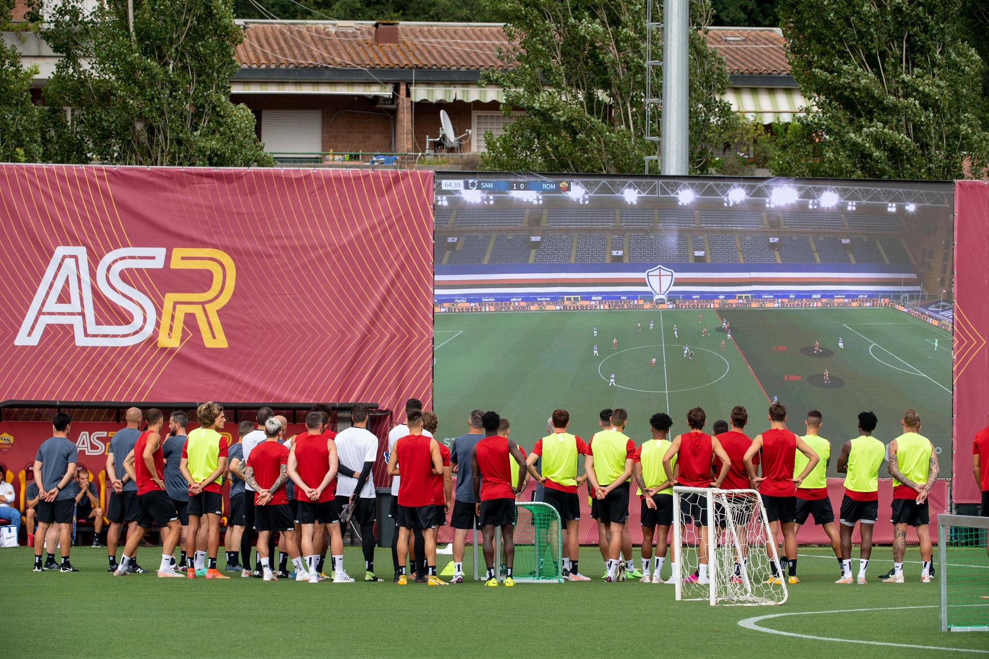 Roma, primo allenamento di Mourinho. A Trigoria spunta il maxischermo