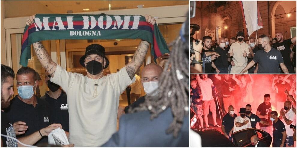 Bologna, ecco Arnautovic: la festa dei tifosi con cori e fumogeni