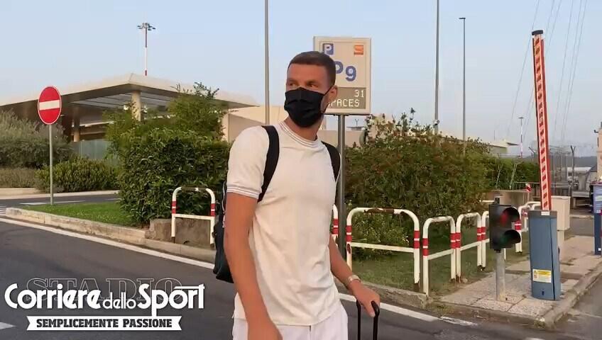 """Roma, Dzeko torna dalla Croazia: """"Domani a Trigoria? Vediamo, step by step"""""""