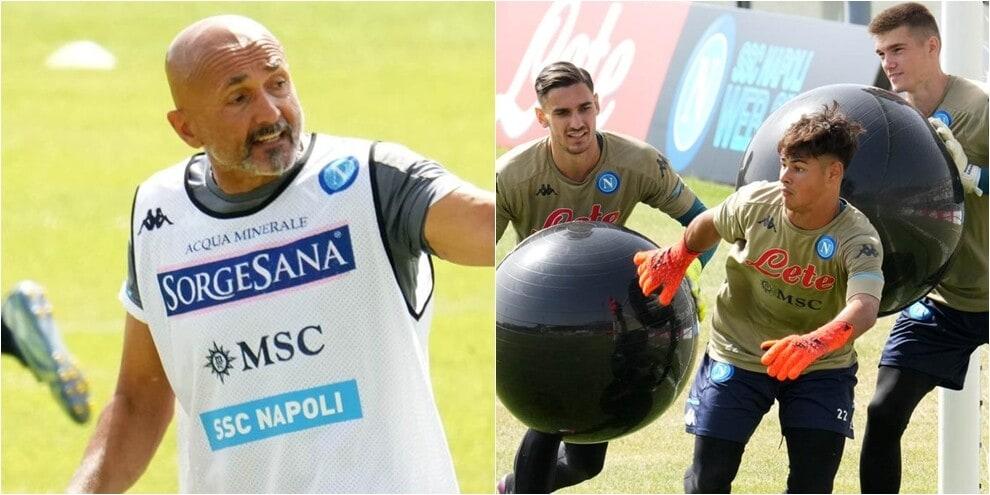 Napoli, allenamento particolare per i portieri con palloni giganti!