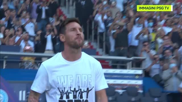Entra Messi, Parco dei Principi in delirio