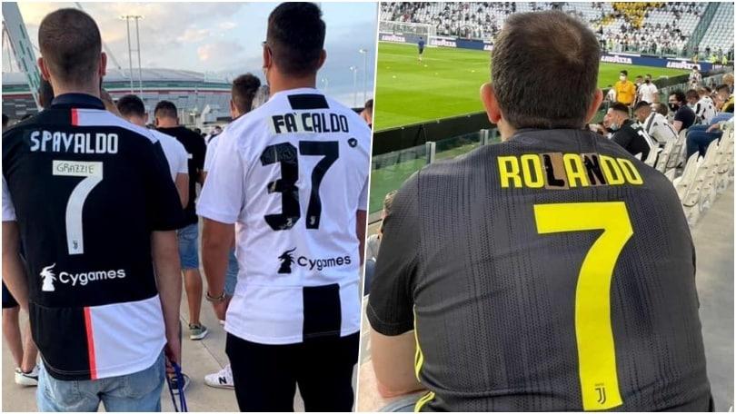I tifosi della Juve allo stadio con le maglie modificate di Ronaldo
