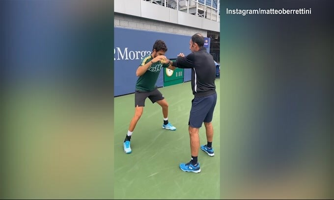 Tennis, super riflessi di Berrettini in allenamento