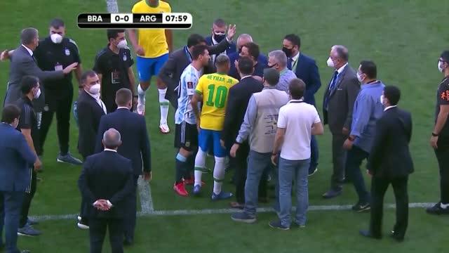Brasile-Argentina sospesa: il caos dopo cinque minuti