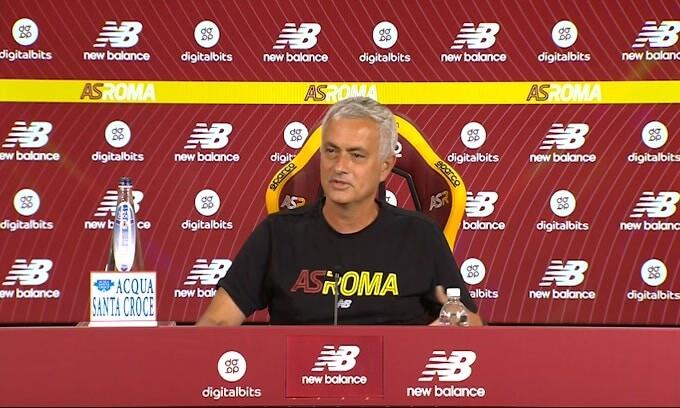 """Mourinho: """"Pellegrini vuole rimanere alla Roma"""""""