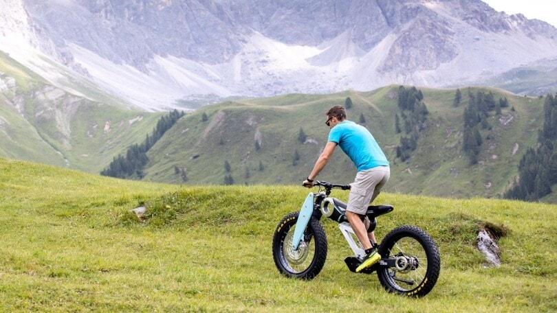 Moto Parrilla Carbon: e-bike avventuriera