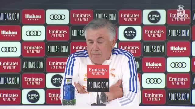 """Ancelotti: """"Benzema è come il vino, gioca sempre meglio. Sul Pallone d'Oro..."""""""