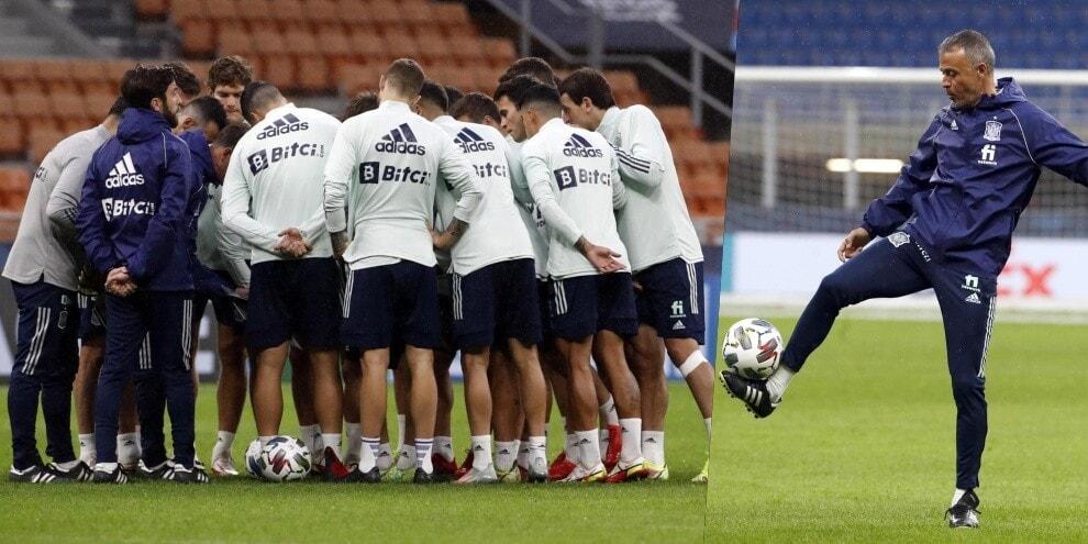 La Spagna si allena al Meazza: squadra in cerchio prima dell'Italia
