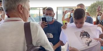 Roma già pazza di Mourinho: ecco la frase del tifoso a José fuori dall'hotel