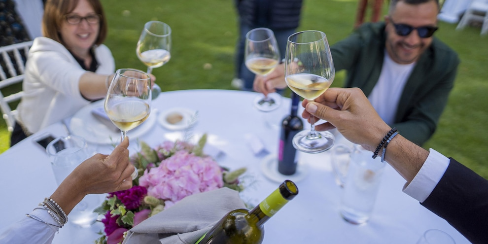 Matrimoni, battesimi, feste: serve il green pass anche in zona bianca